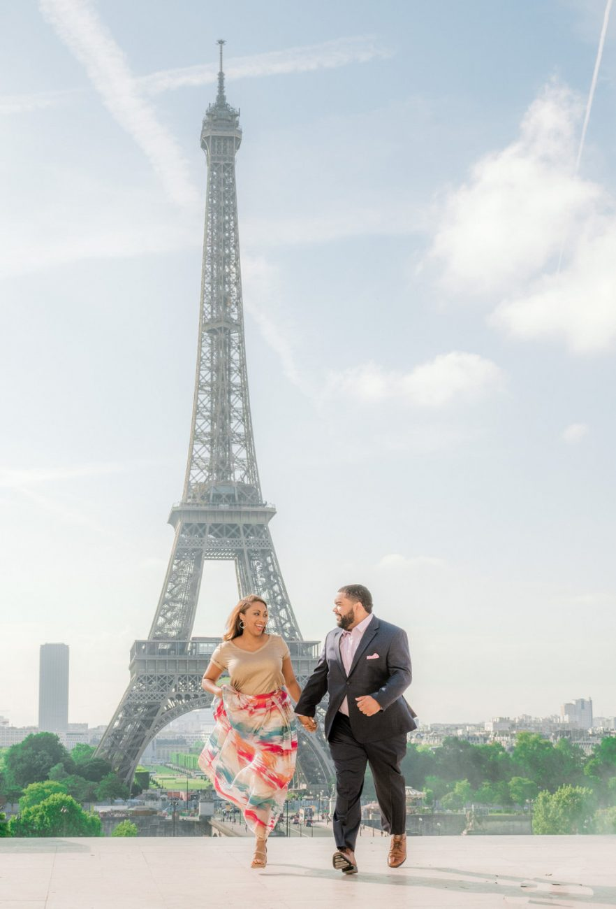 couple takes engagement pictues in paris near eiffel tower