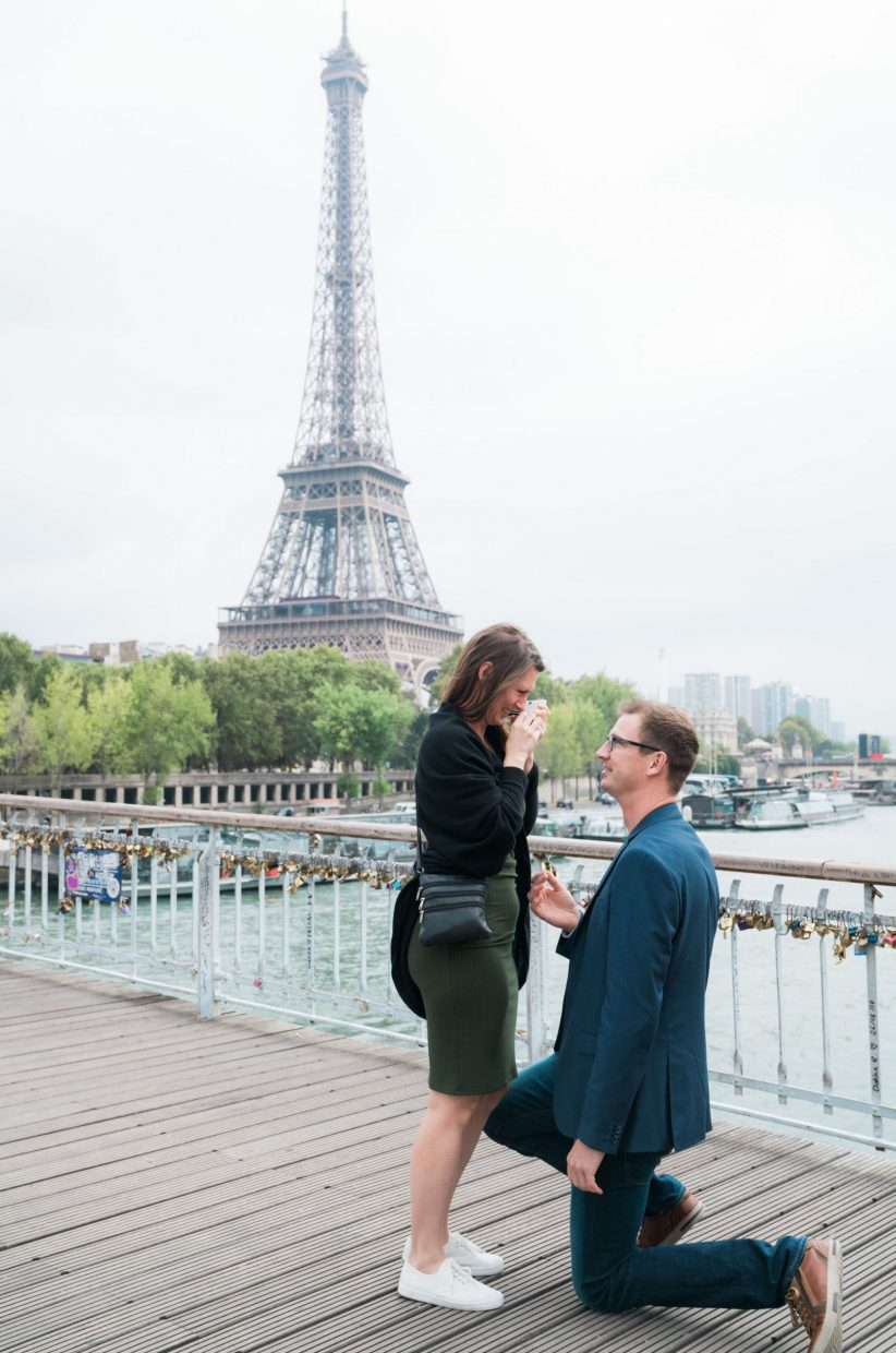 paris surprise proposal with view of the eiffel tower