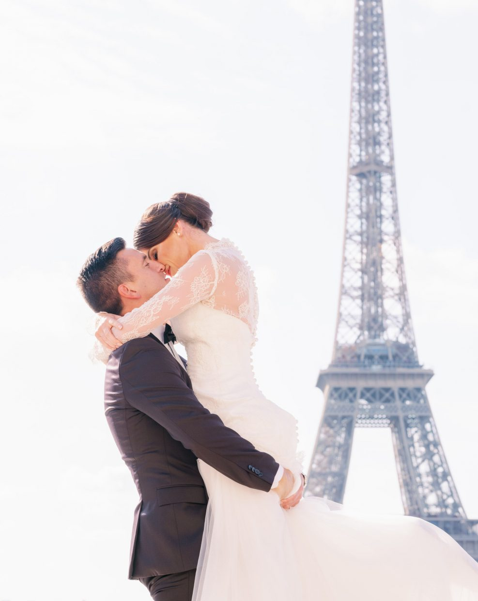 beautiful elopement in paris with picture me paris at the eiffel tower