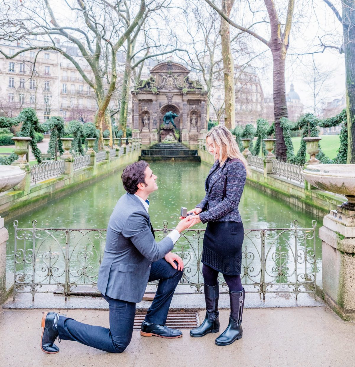 paris surprise proposal at luxembourg gardens picture me paris